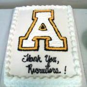 "Cake decorated with ""Thank you, Recruiters!"""